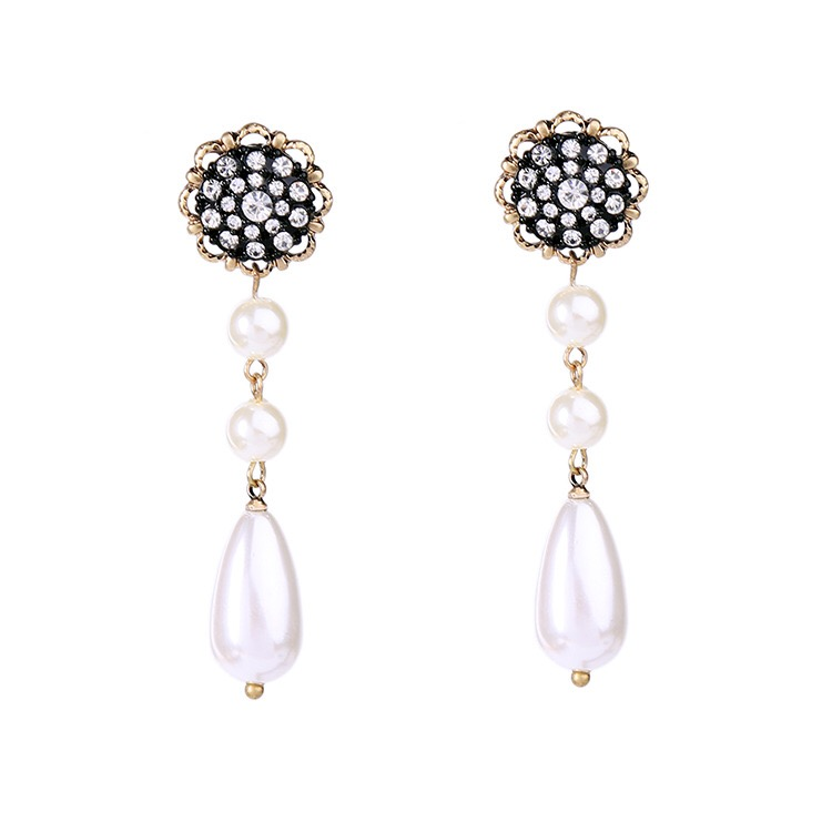 Antique pearl earring
