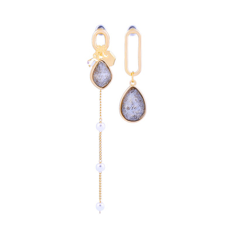 Fashion stone earring