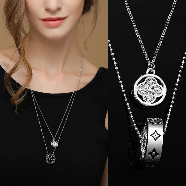Double chain quality metal pendant