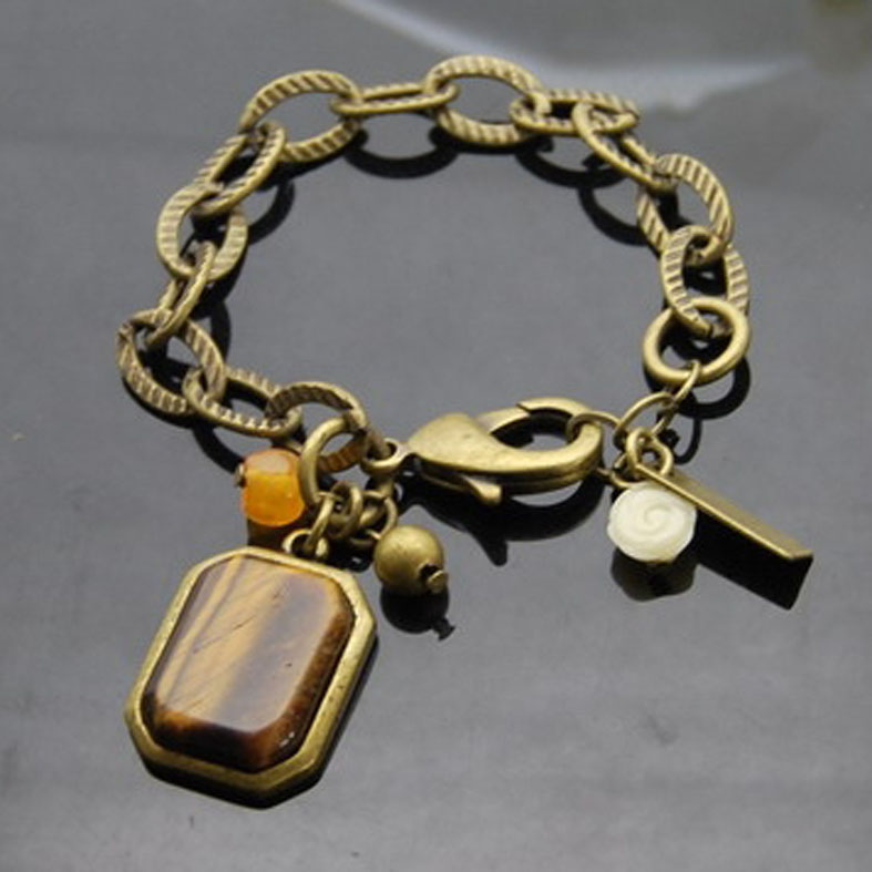 Antique style Bracelet with nature stone